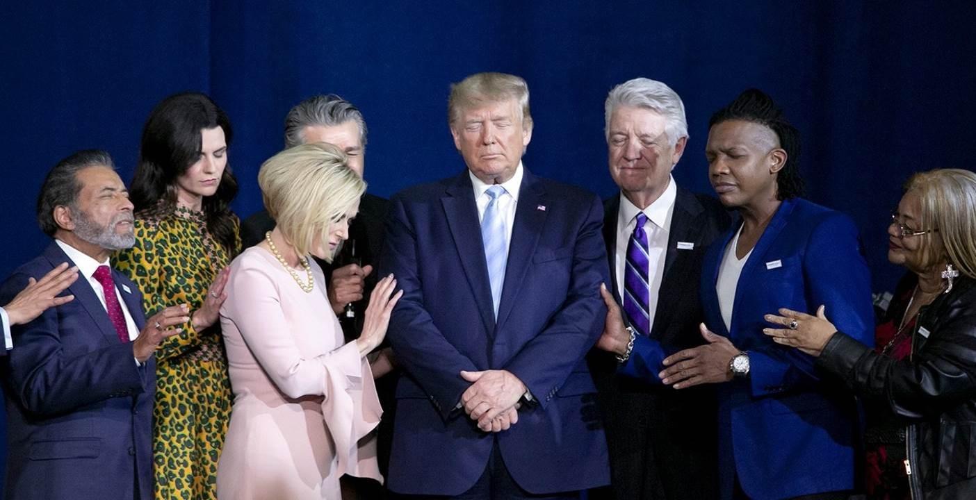 """""""ذي انترسبت"""": مجموعة إنجيلية تقوم بالتعبئة الدينية لإعادة انتخاب ترامب"""