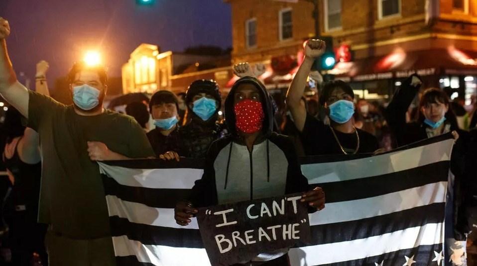 تظاهرات أميركية بعد مقتل رجل أميركي أفريقي أثناء اعتقاله