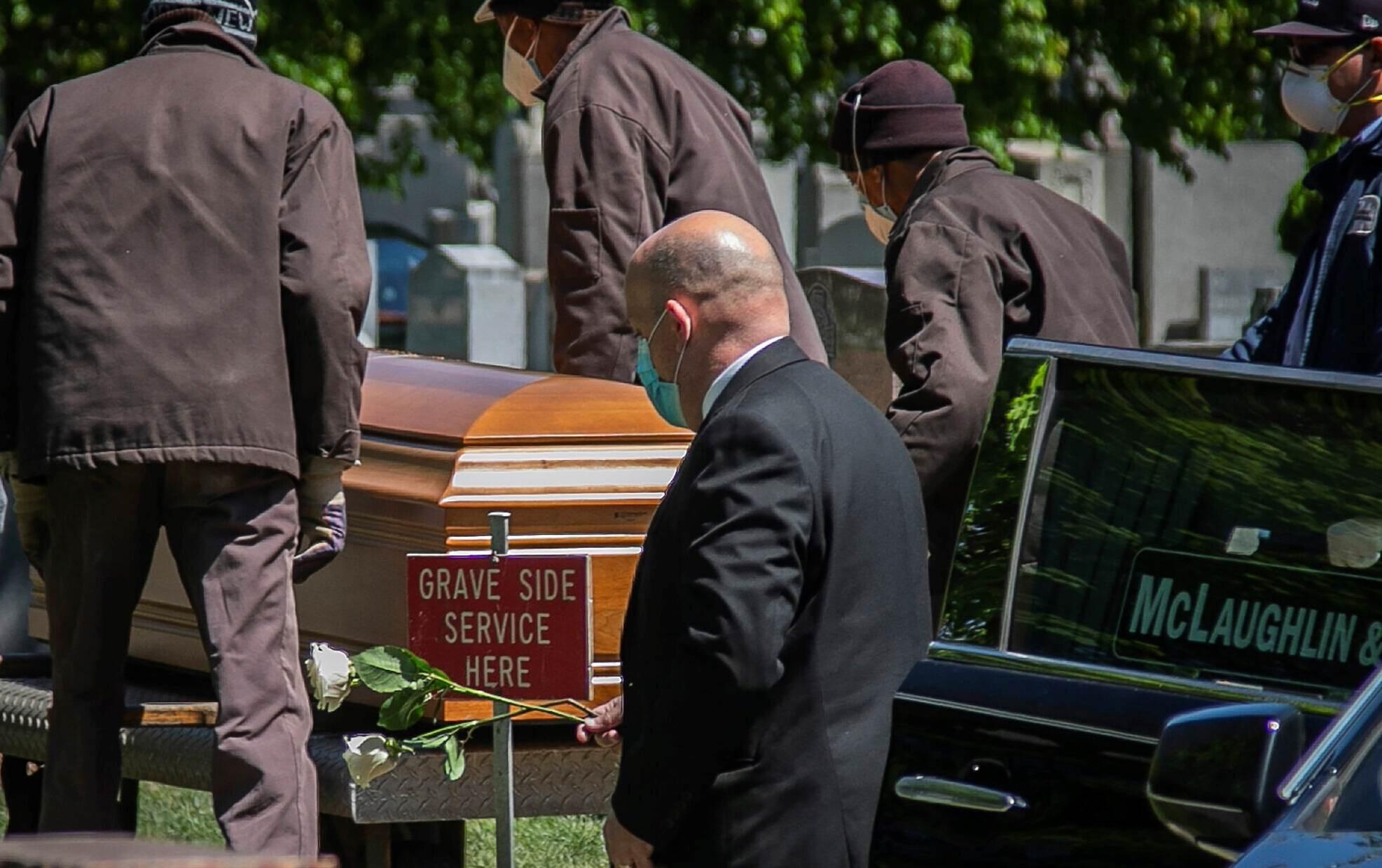 عدد وفيات كورونا في أميركا يتخطى الـ100 ألف