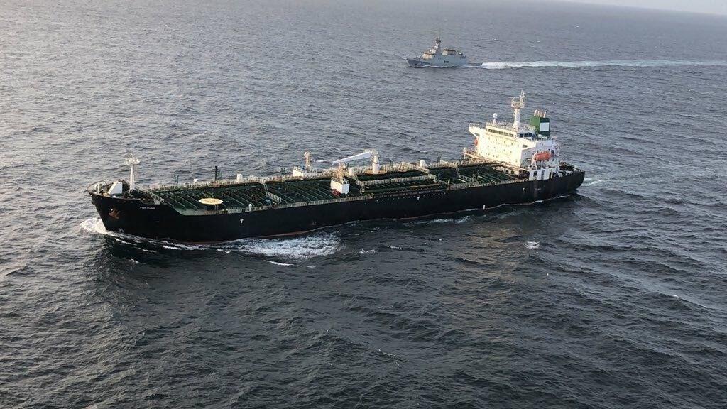"""الناقلة الإيرانية الرابعة تواصل طريقها إلى مصفاة """"آمواي"""" في فنزويلا"""