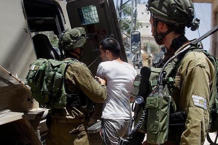 قوات الاحتلال تعتقل 8 فلسطينيين من الضفة الغربية
