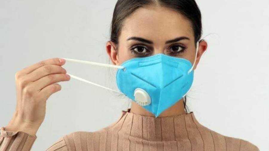 """7 تحذيرات لـ""""الصحة العالمية"""" بشأن ارتداء الكمامة للوقاية من كورونا"""