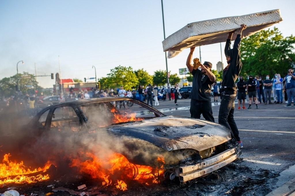 إحراق مقرّ للشرطة الأميركية في مينيابوليس والاحتجاجات تشمل أوهايو