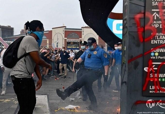 حظر تجوال في مينيابوليس.. والاحتجاجات تصل إلى واشنطن