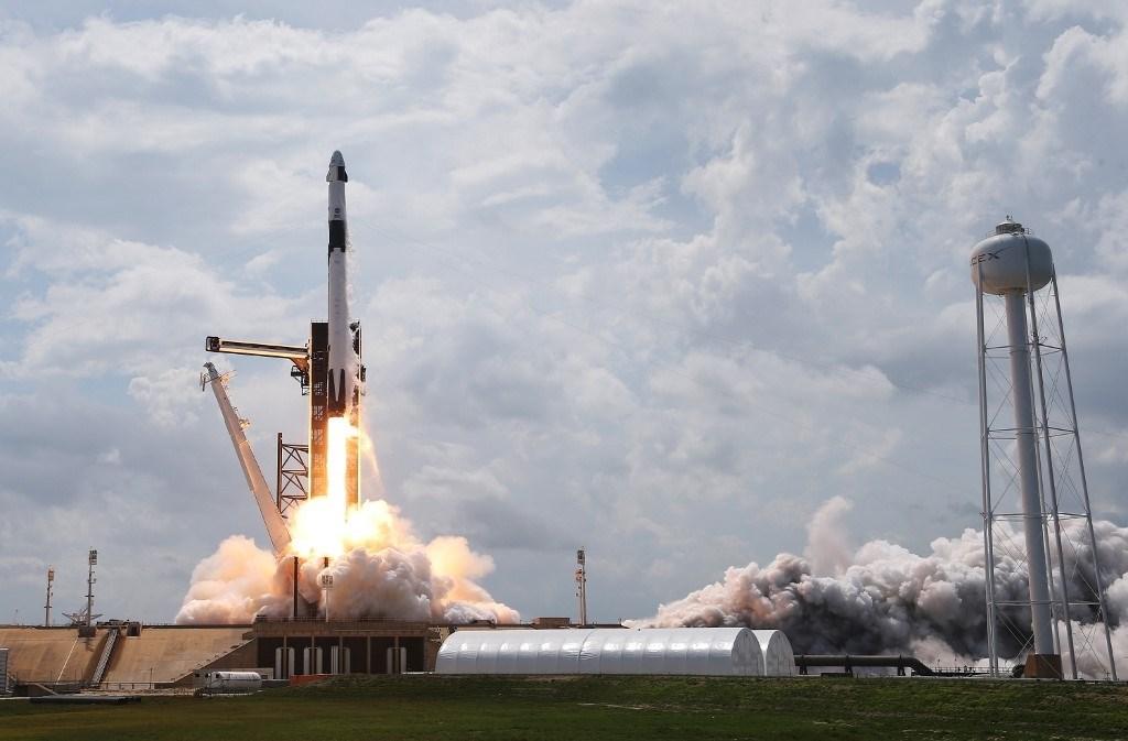 """المركبة الأميركية """"كرو دراغون"""" تلتحم بمحطة الفضاء الدوليّة"""