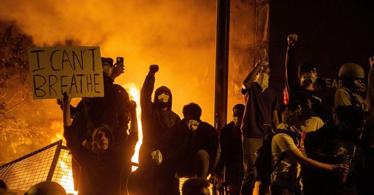 قتيل وعدد من الجرحى وقرابة 1400 معتقل في الاحتجاجات المتواصلة في أميركا