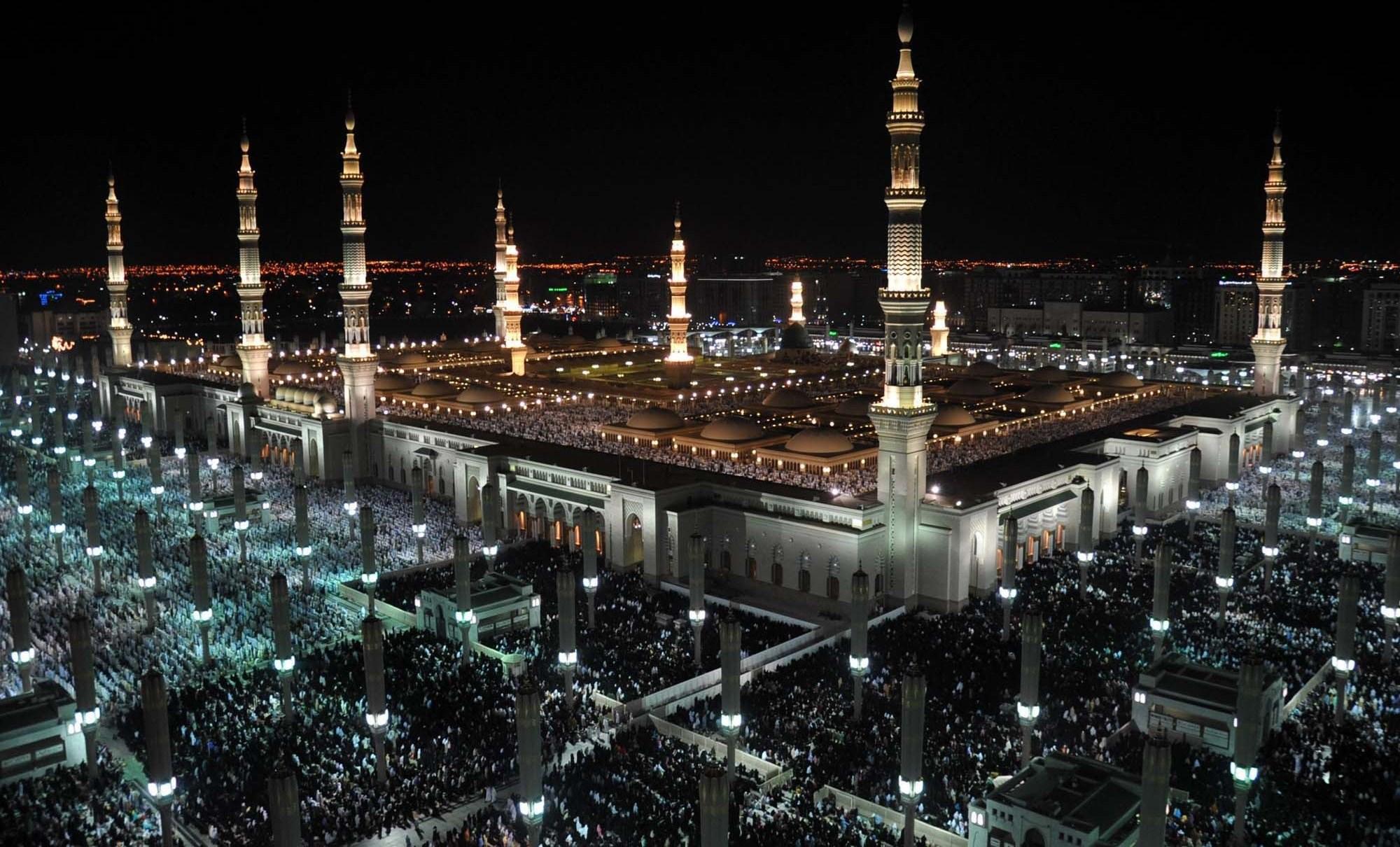 بعد إغلاقه بسبب كورونا.. إعادة فتح المسجد النبوي أمام المصلين