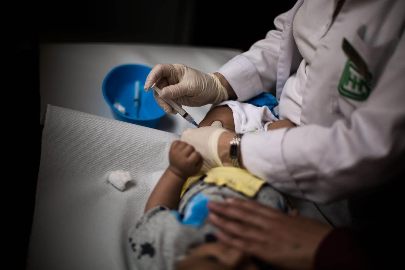 """""""اليونيسف"""": إجراءات كورونا تهدد ملايين الأطفال بالحرمان من اللقاحات"""