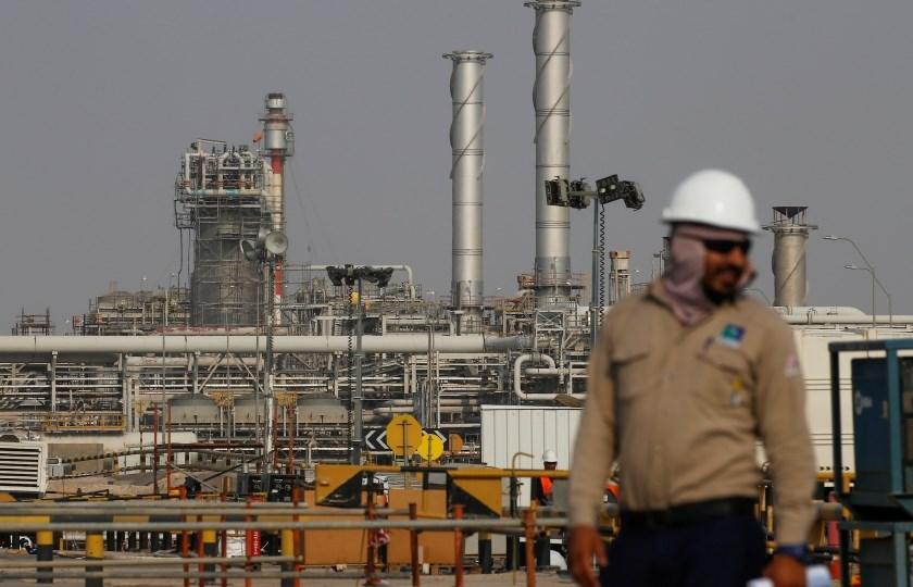 صادرات النفط السعودي قد تنخفض إلى أدنى مستوياتها منذ عقد
