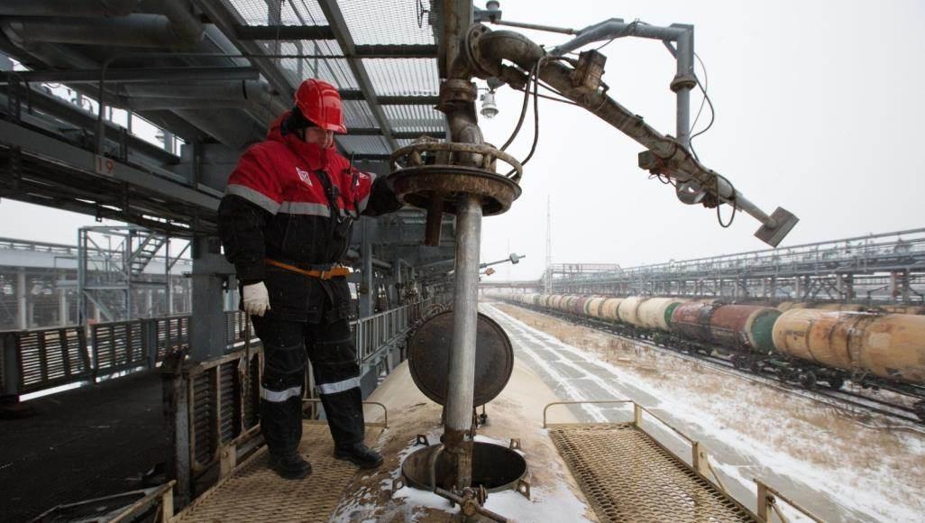 """""""الطاقة الروسية""""  تدعو لمنع انهيار سوق النفط المحلية"""