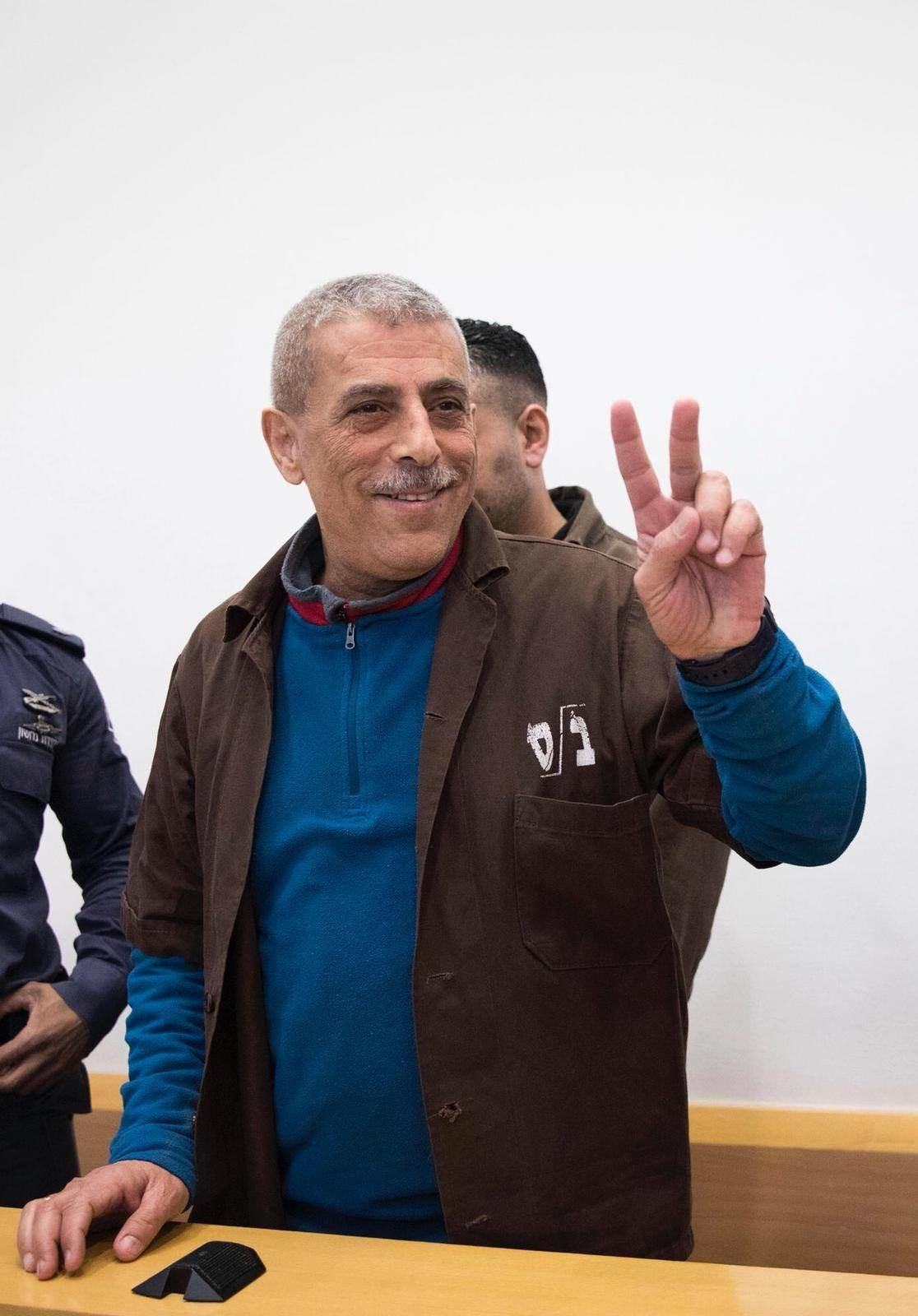 إدارة سجون الاحتلال تنهي عزل الأسير وليد دقه