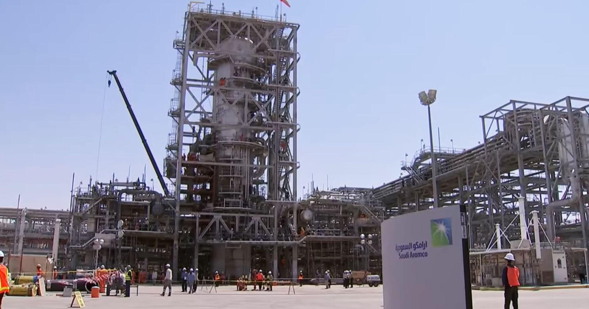 """""""أرامكو"""" تتجه لاقتراض 10 مليار دولار لتعويض الخسائر في سوق النفط"""