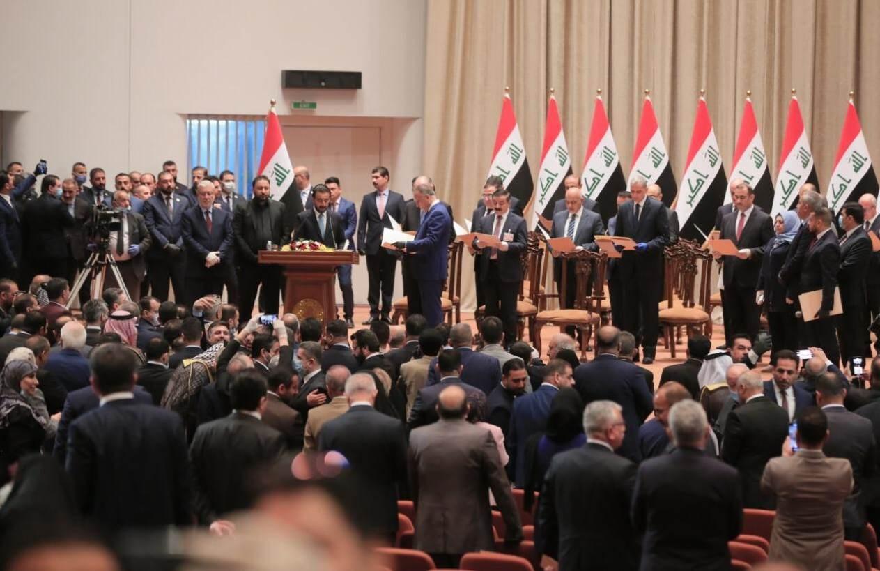 بعد منح البرلمان العراقي الثقة للحكومة.. الكاظمي يؤدي اليمين الدستورية