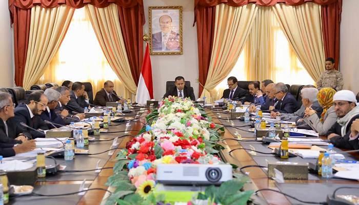 """حكومة هادي تعلن رفضها """"أعمال تمرد"""" المجلس الانتقالي في سقطرى"""