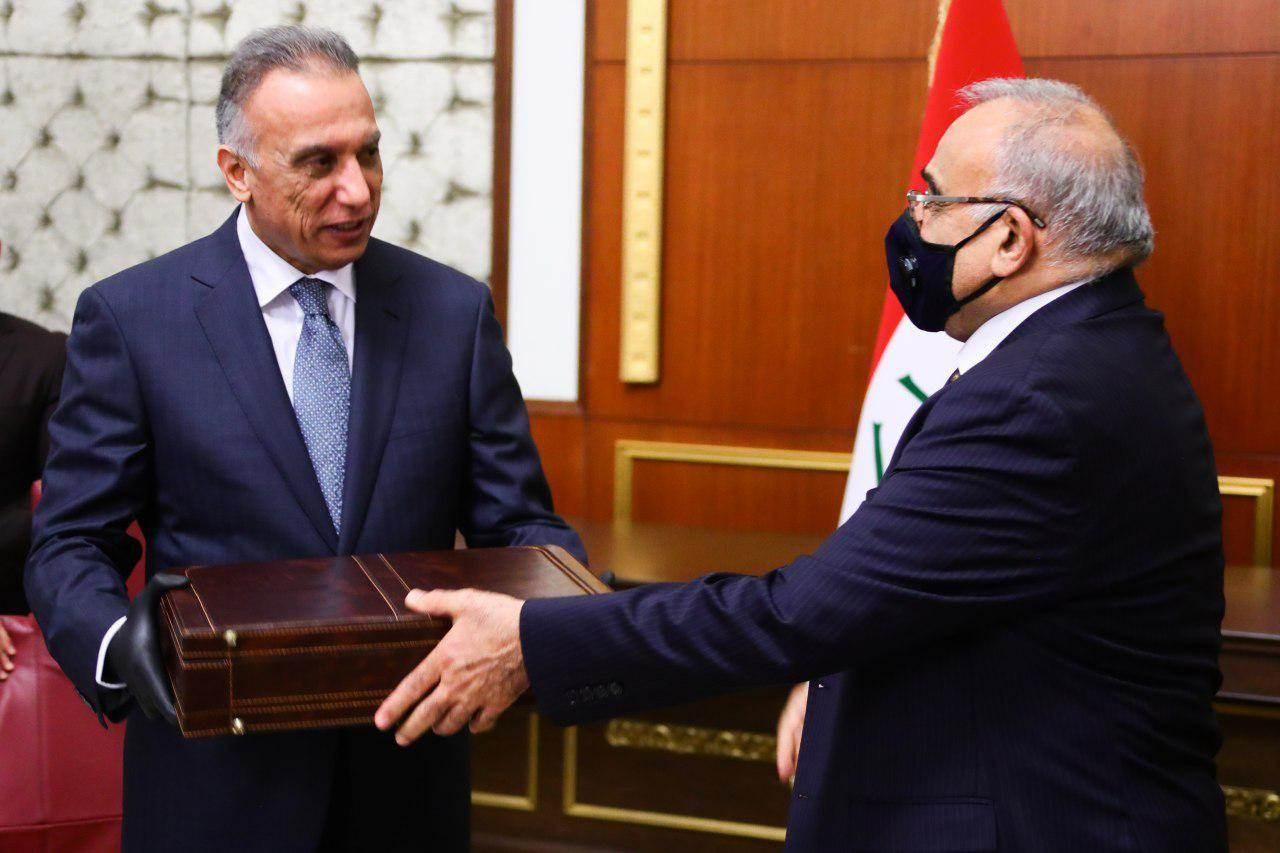رسمياً.. تسليم المسؤولية والحقائب الوزارية لحكومة الكاظمي