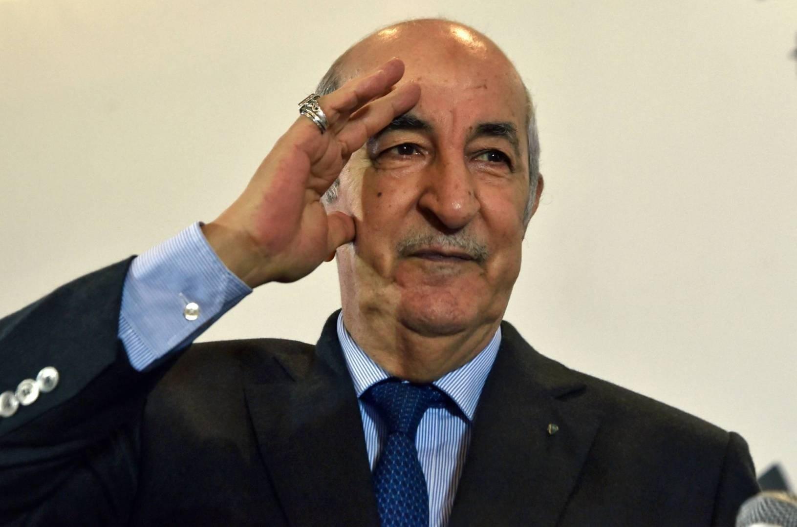 الرئيس الجزائري يعرض على مواطنيه مسودة الدستور الجديد