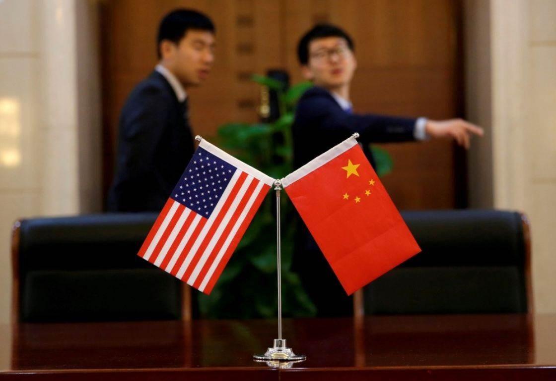 """الصين تطرح احتمالاً """"جدياً"""" بإنهاء التعامل بالدولار"""