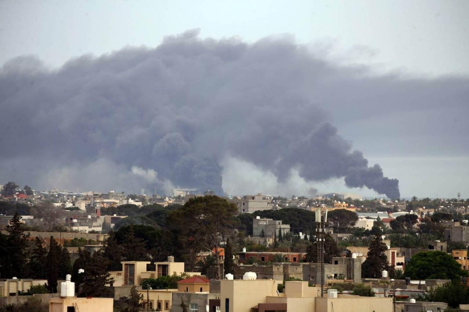 مقتل 5 مدنيين وإصابة 12 في قصف صاروخي استهدف طرابلس الليبية