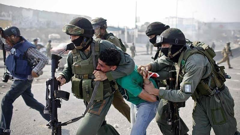 """""""أسرى فلسطين"""": 320 حالة اعتقال خلال الشهر الماضي بينهم أطفال"""