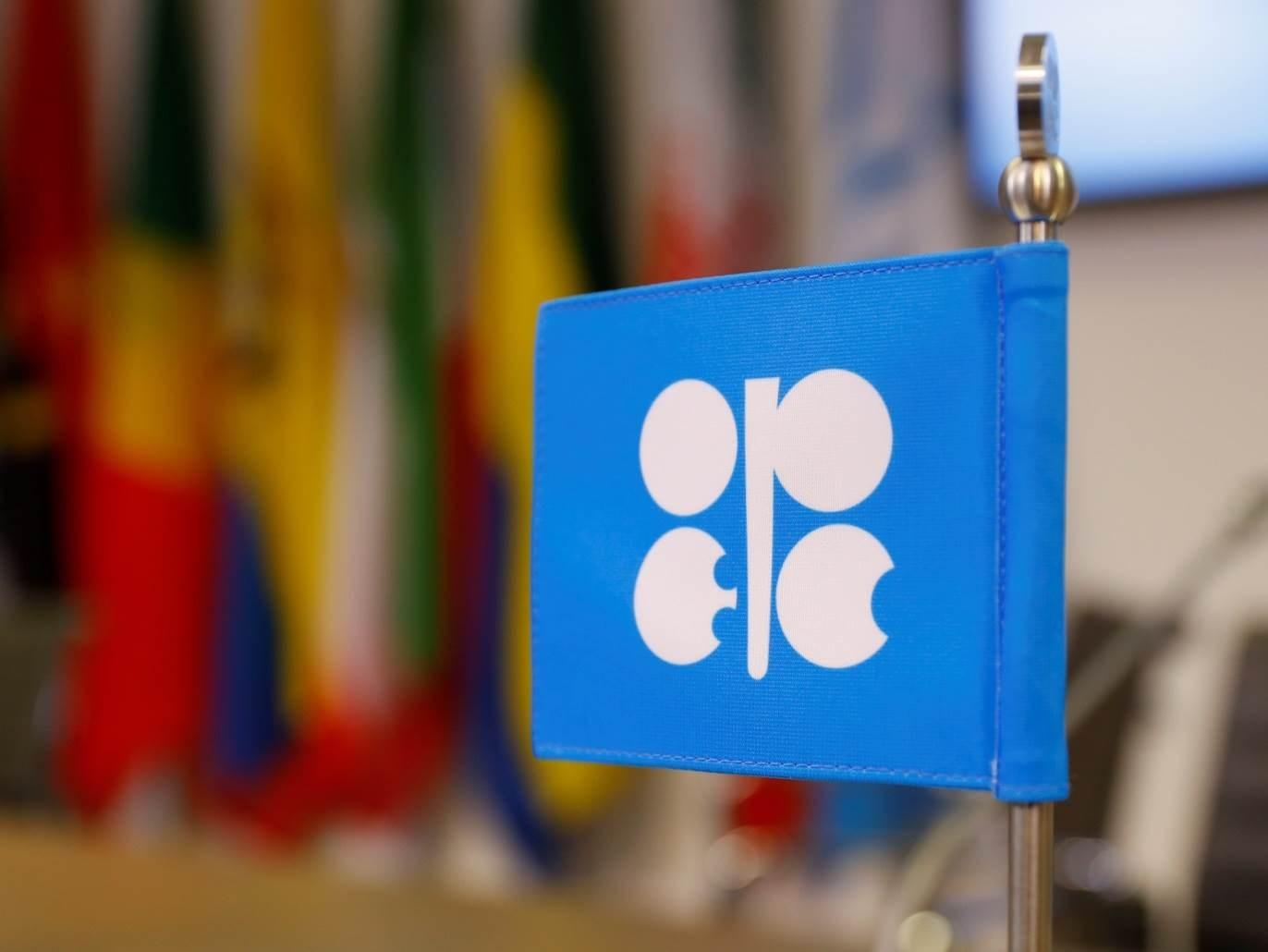مصادر: أوبك وروسيا تبحثان تمديد خفض النفط لشهر أو شهرين