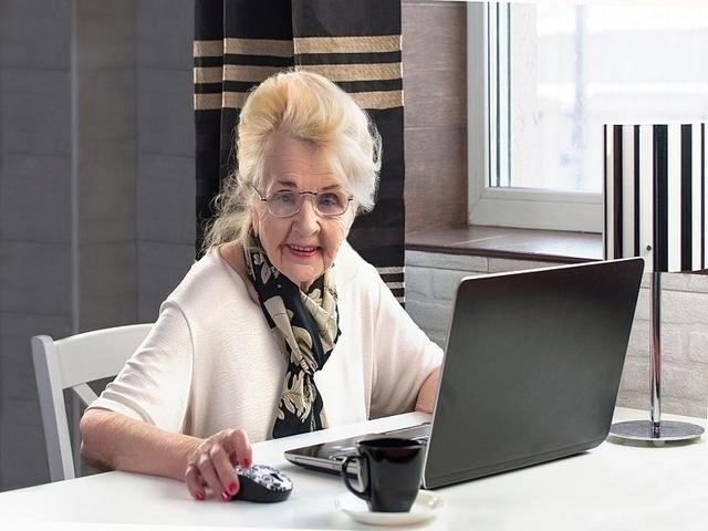 دراسة صادمة تكشف تأثير الإنترنت على المسنين!
