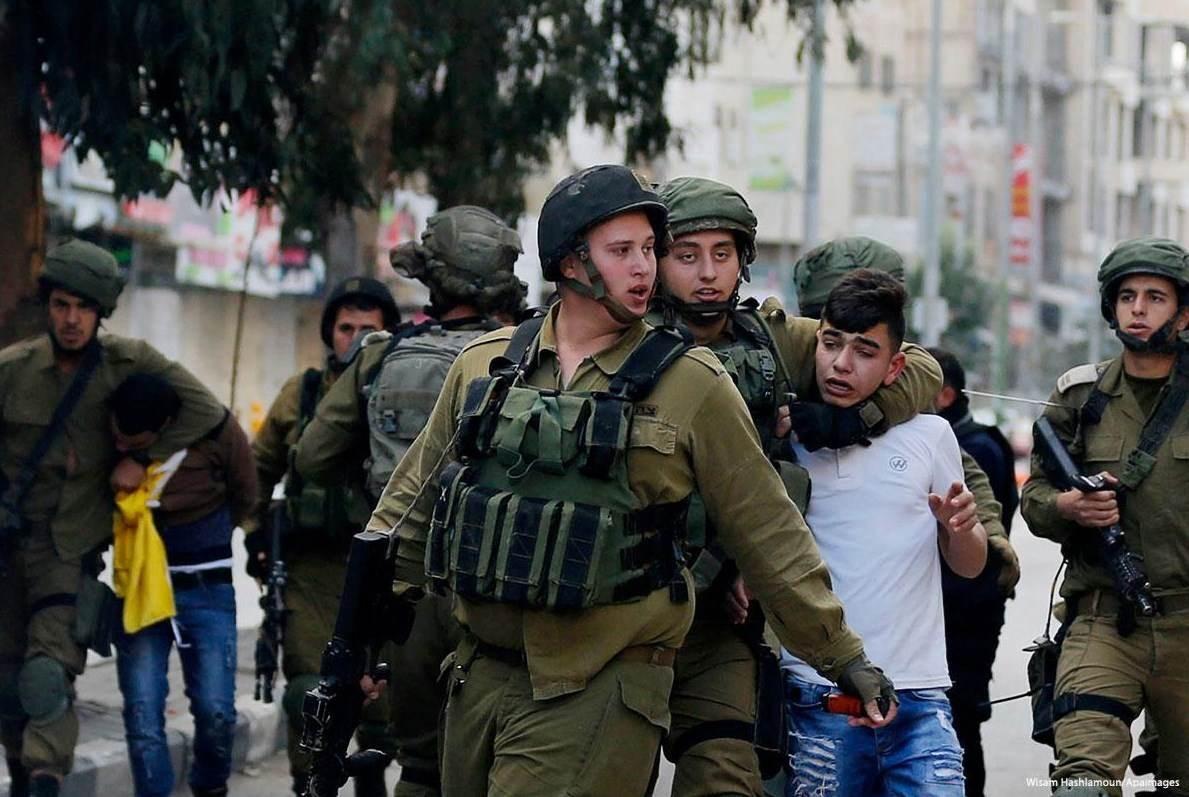 قوات الاحتلال تعتقل فلسطينيين من الضفة بينهم أشقاء