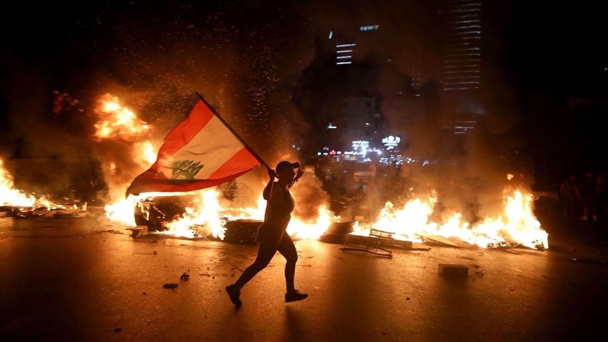 على وقع الاحتجاجات.. جلسة طارئة للحكومة اللبنانية