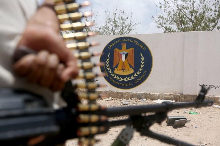 """""""الانتقالي"""" يستولي على حاويات للأموال تابعة للبنك المركزي اليمني"""