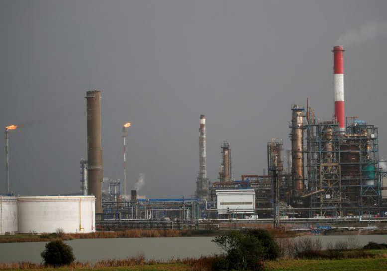 خسارة أسبوعية لأسعار النفط بفعل مخاوف موجة جديدة من كورونا