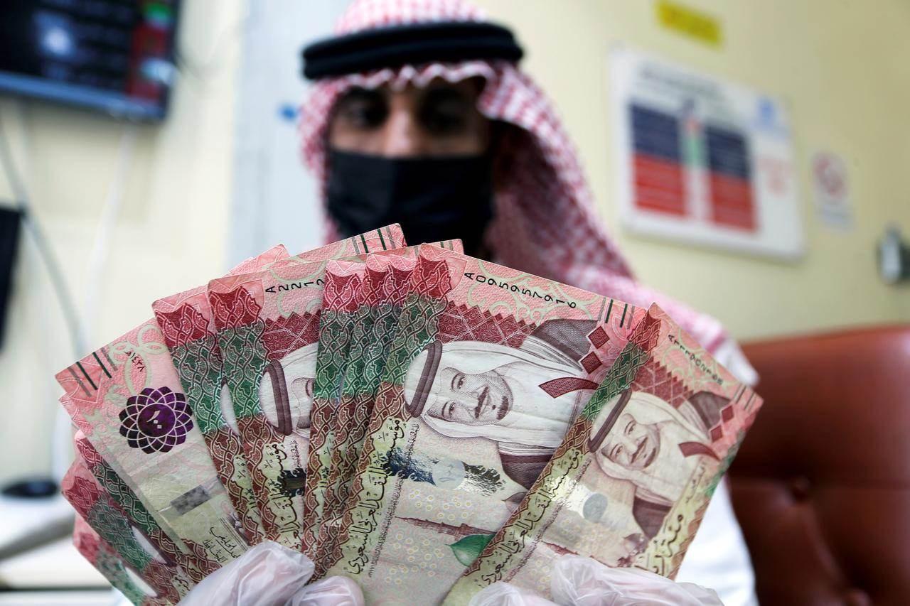 """""""الريال"""" السعودي تحت المجهر!"""