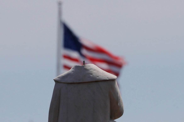 تخريب التماثيل في أميركا والعالم.. ثأر من التاريخ؟