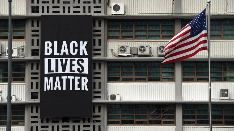هكذا تضامنت السفارة الأميركية في سيؤول مع المتظاهرين
