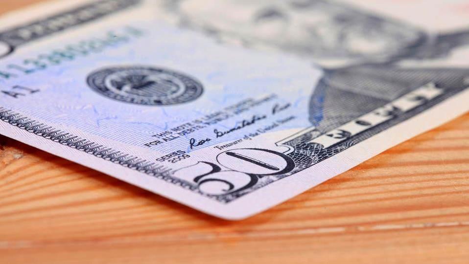 الدولار الأميركي يتراجع أمام معظم العملات الآسيوية