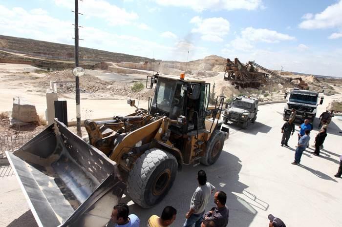 """""""نادي الأسير"""": الاحتلال يعتقل 14 مواطناً من الضفة الغربية"""