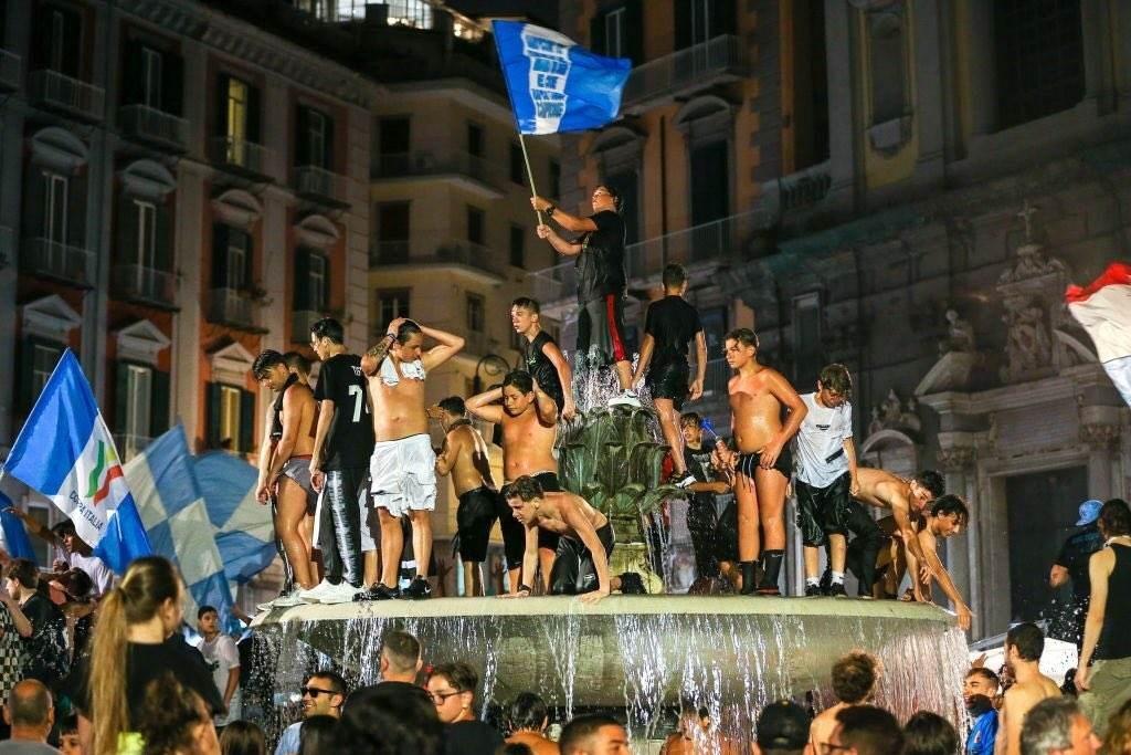 انتقادات في إيطاليا لجمهور نابولي