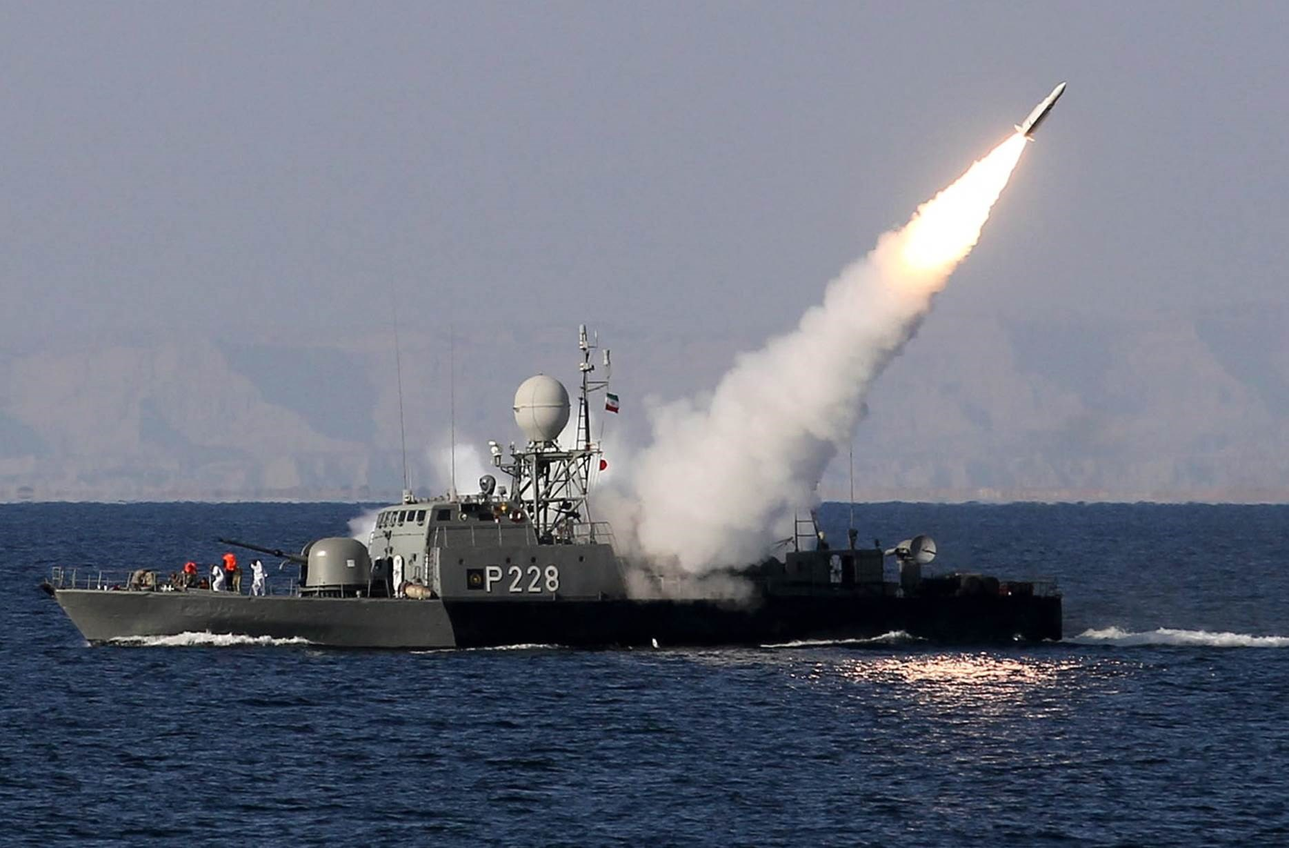 """البحرية الإيرانية تطلق بـ""""نجاح"""" صواريخ """"كروز"""" بعيدة المدى"""