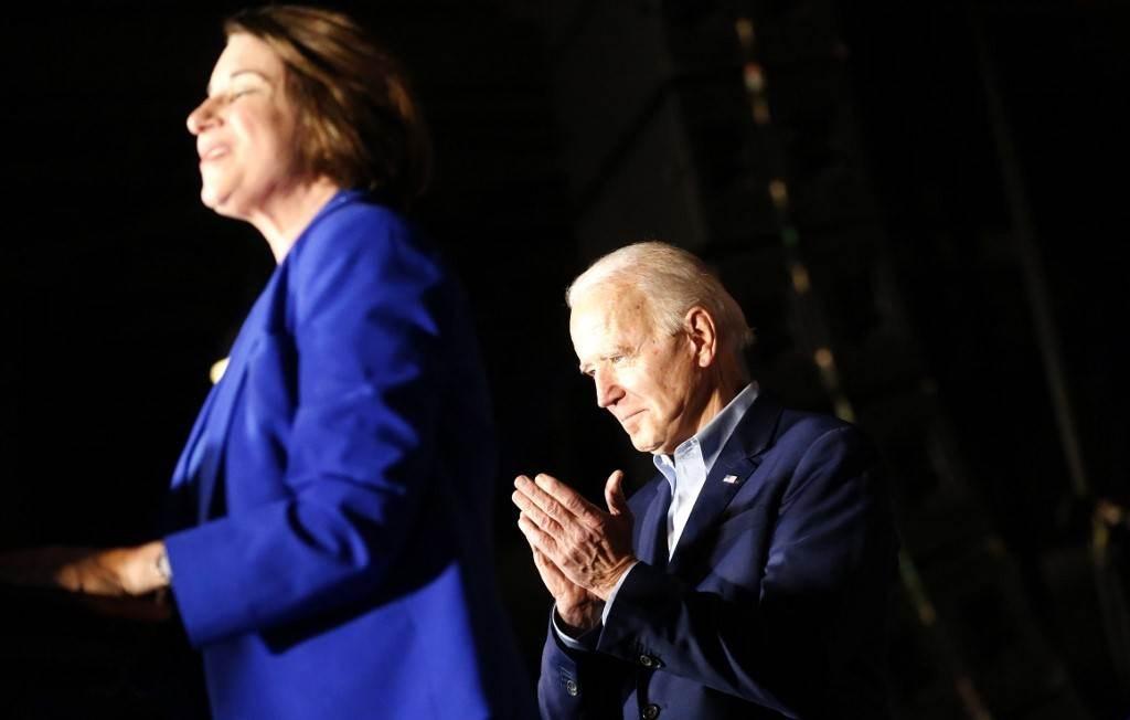 """انسحاب أبرز مرشحات بايدن لنائب الرئيس  بهدف """"اختيار امرأة سوداء"""""""