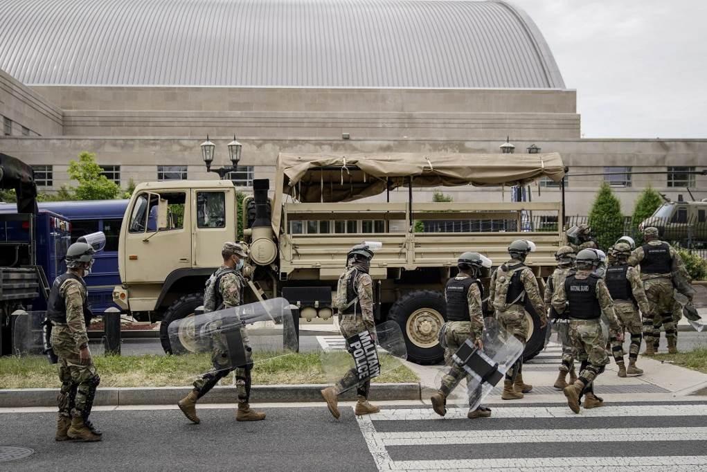 زعيم الديمقراطيين: إدارة ترامب تستخدم الجيش كأداة لترهيب الأميركيين