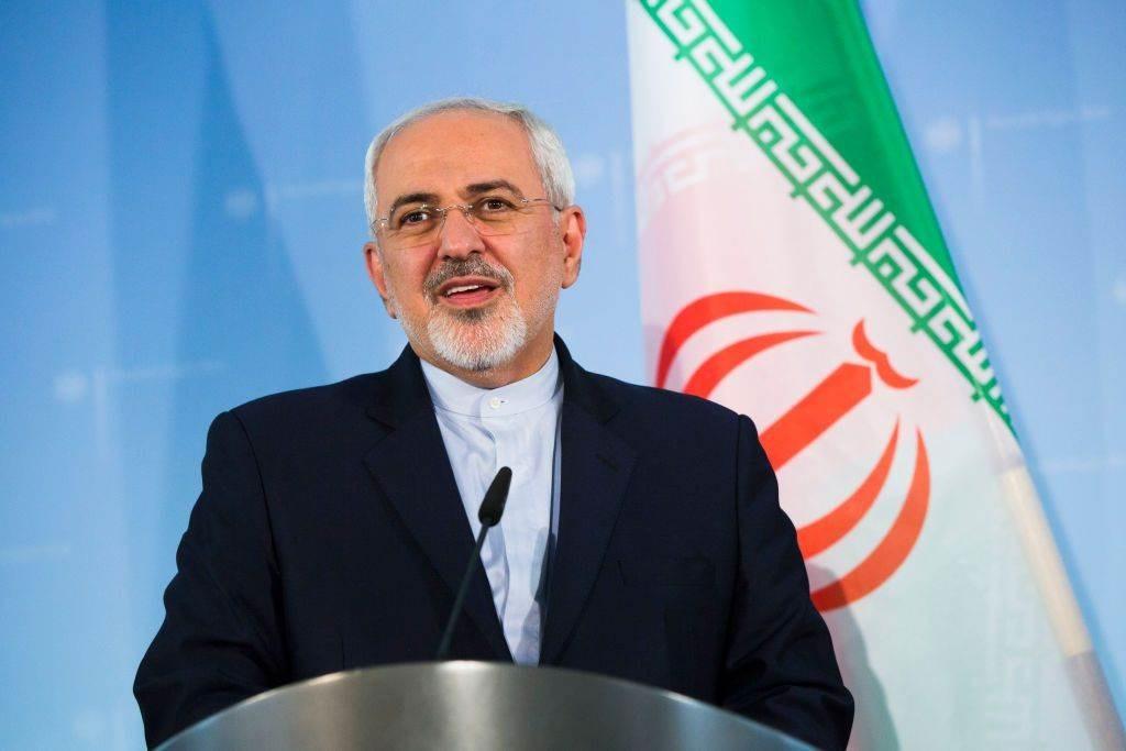 ظريف يعلن أن العالم الإيراني سيروس عسكري في طريقه إلى البلاد