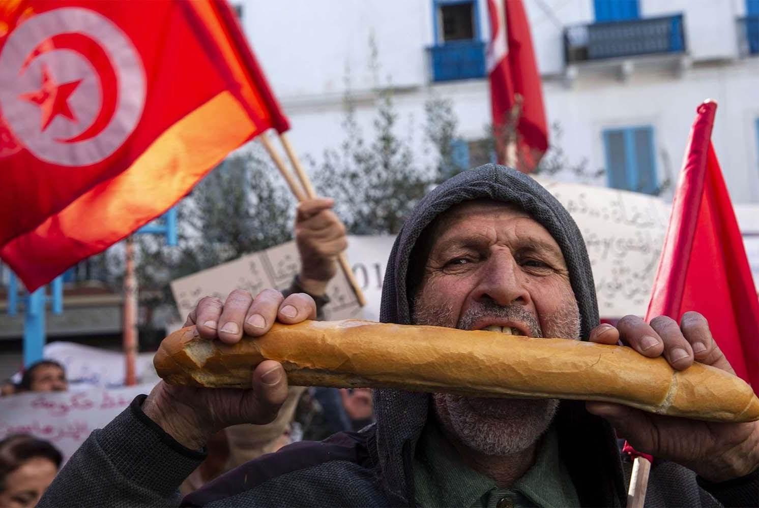 الحكومة التونسية على شفى براكين الاحتجاجات