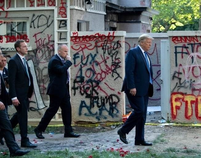 كيف عبّر ترامب بعد كشف خبر اختبائه في القبو؟