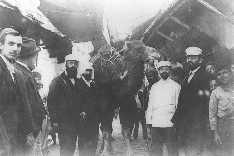 زعيم المنظمة الصهيونية العالمية تيودور هرتزل في الإسكندرية المصرية عام 1898
