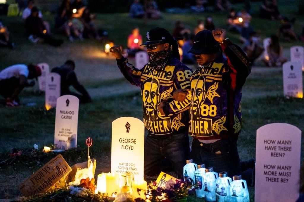 مينيابوليس تحتفي بيوم إنهاء العبودية من خلال إحياء ذكرى جورج فلويد والأميركيين الأفارقة الذين قتلوا على يد الشرطة (أ.ف.ب)