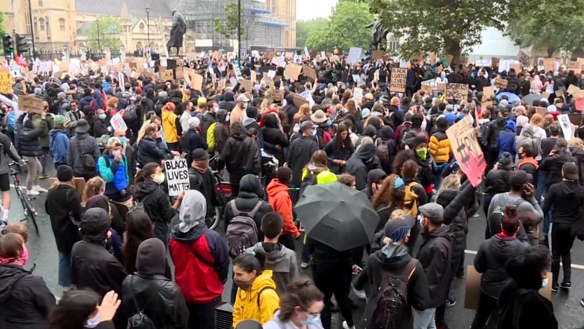 شهدت بريطانيا عدة تظاهرات لحركة