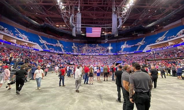 مجمع تولسا بولاية أوكلاهوما يشهد ضعفاً في الحضور لأنصار ترامب