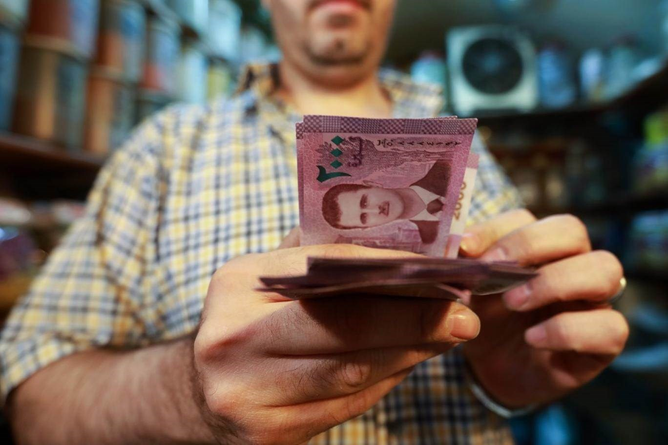 ثمة إجراءات عاجلة للحدّ من الضغوط على العملة السورية بدأت بتكثيف الحملات على المتلاعبين بسعر الصرف