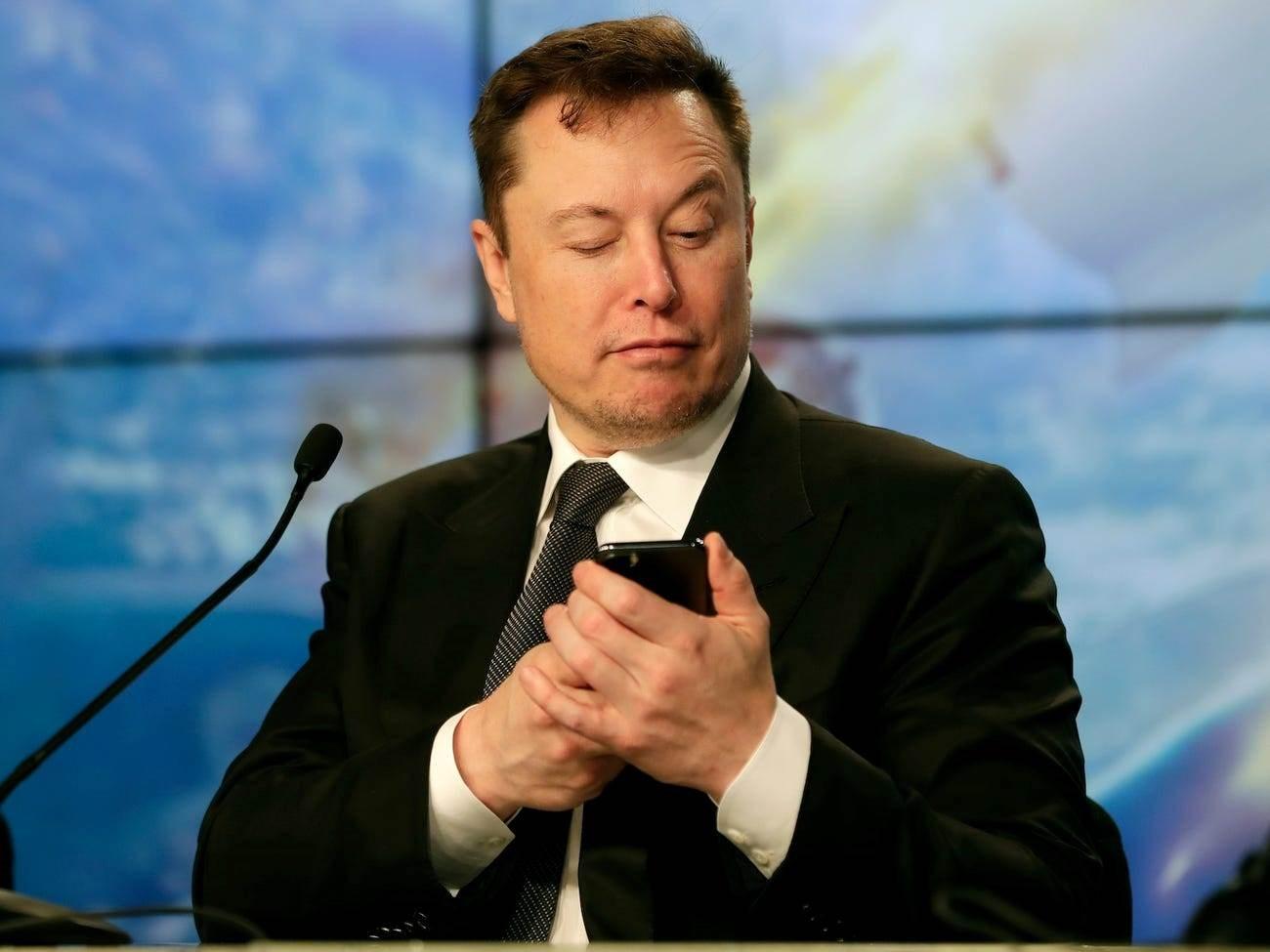 رئيس شركة سبيس إكس يبدأ بـ