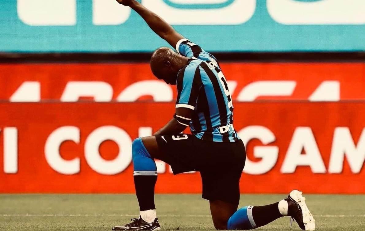 تنديد عالم الرياضة وكرة القدم بالعنصرية مستمرّ