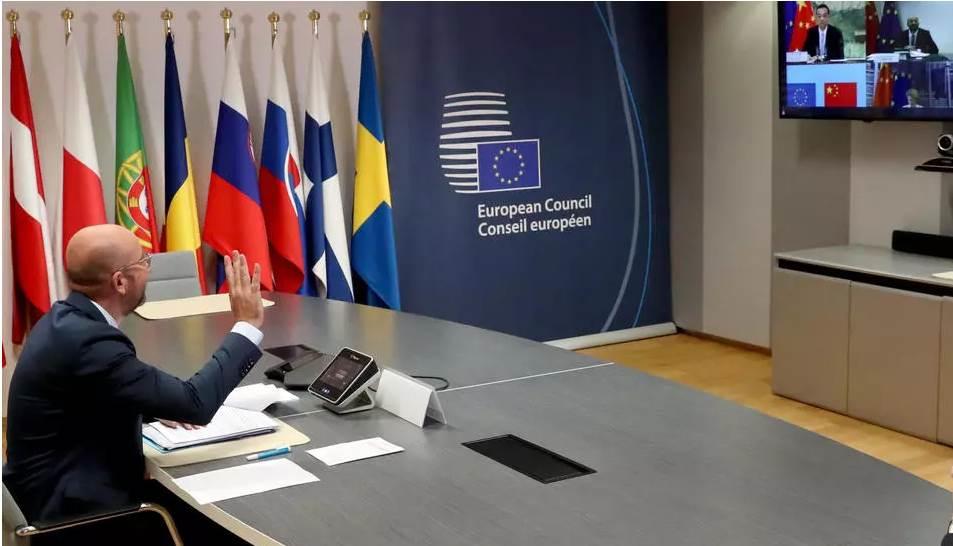 رئيس المجلس الأوروبي تشارلز ميشيل خلال القمة الافتراضية مع الصين - بروكسل (أ ف ب)