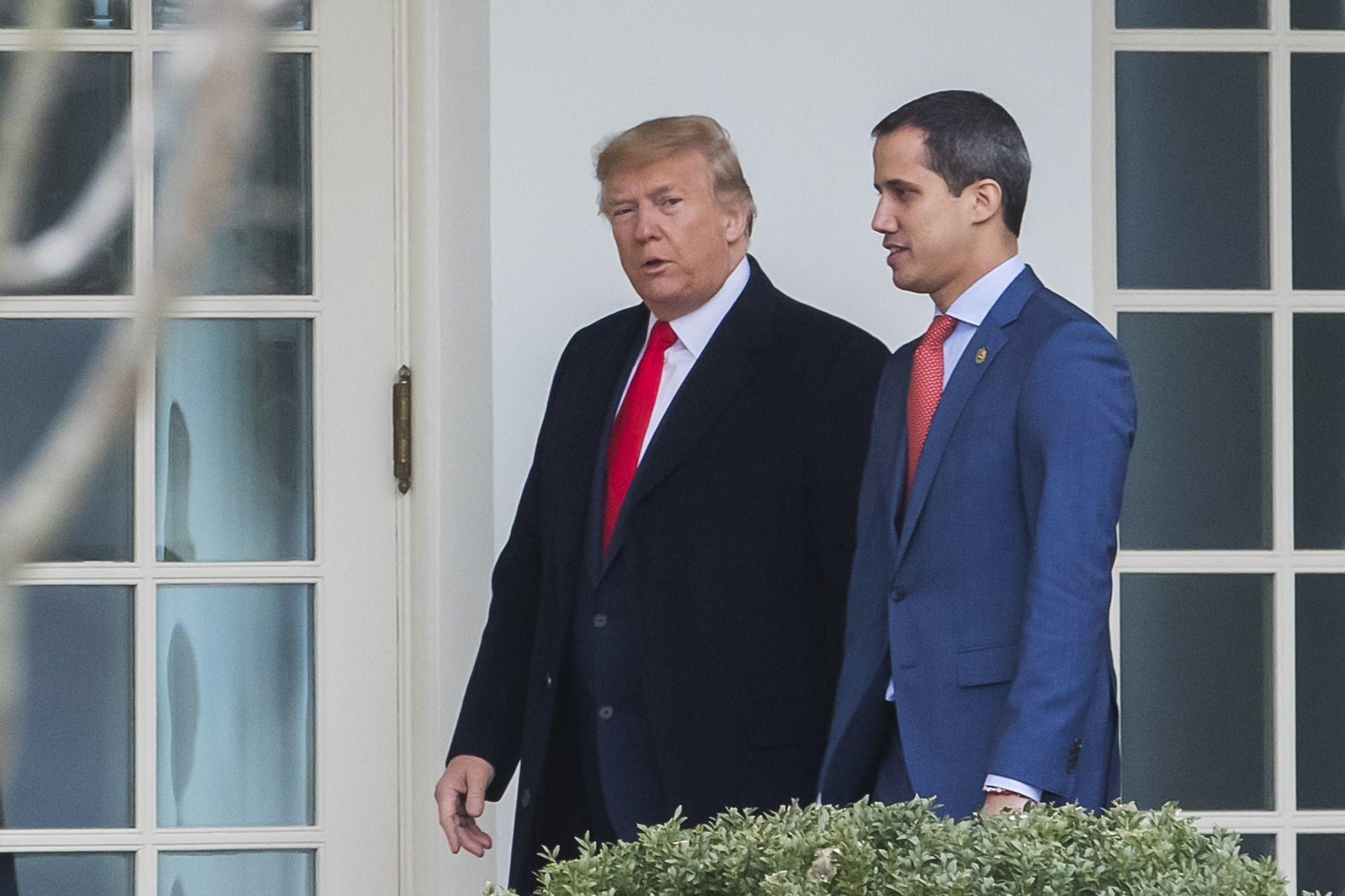 صورة أرشيفية للرئيس الاميركي دونالد ترامب مع زعيم المعارضة خوان جوايدو